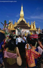Crowds Celebrating Festival, That Luang, Luang Prabang / Image by Joe Cummings